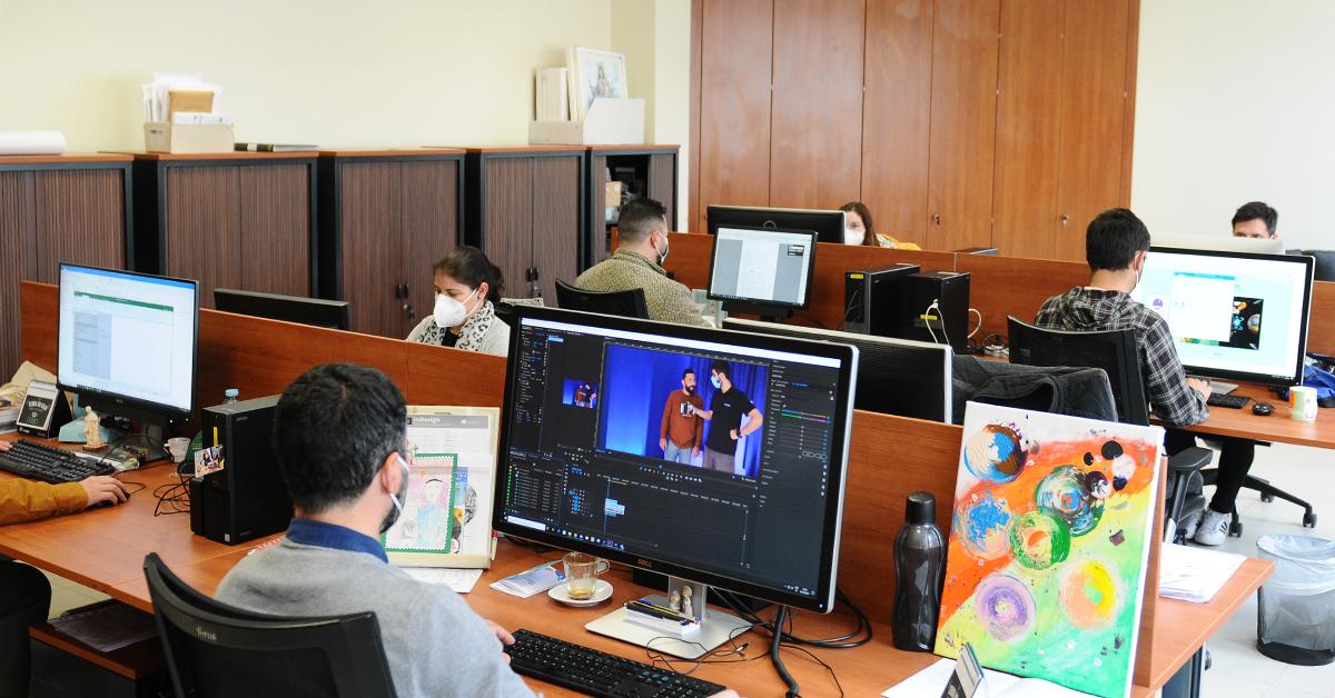 Sala de trabalho do Departamento de Comunicação da Fundação Salesianos